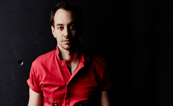 "Albert Hammond Jr. presentó ""Caught By My Shadow"" en vivo en TV norteamericana"