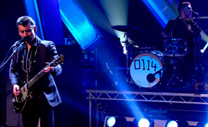 "Arctic Monkeys mostró ""R U Mine?"" y ""Snap Out Of It"" en Jools Holland"