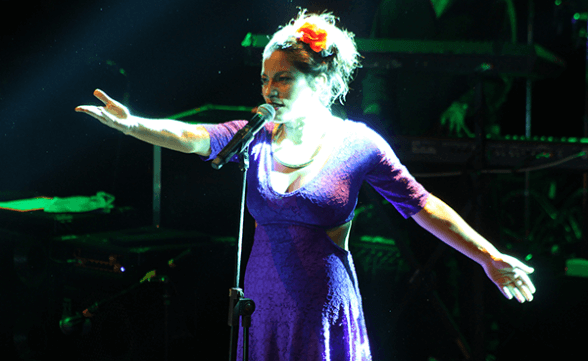 ANA TIJOUX CARIOLA 2015 FRONTAL