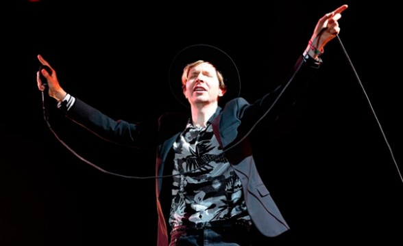 "Beck hizo cover de ""Rebellion (Lies)"" de Arcade Fire en Coachella"