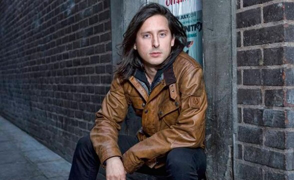 "Nueva banda de Carl Barât, The Jackals, muestra single debut: ""Glory Days"""