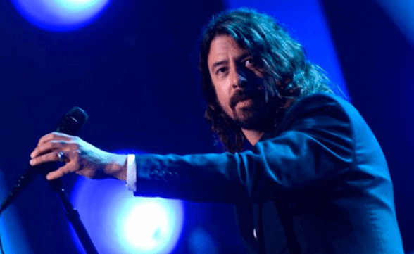 """Dave Grohl canta """"You Are"""" en acto de tributo a Lionel Richie"""