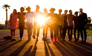 "Nueva canción de Edward Sharpe & The Magnetic Zeros: ""This Life"""