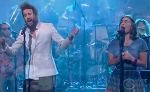 Mira a Edward Sharpe And The Magnetic Zeros tocando en Letterman