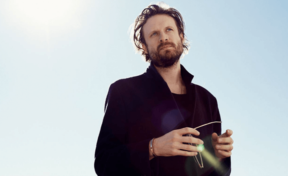 "Nuevo video de Father John Misty: ""Total Entertainment Forever"""
