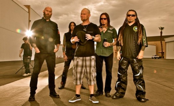 "Nuevo lyric video de Five Finger Death Punch: ""Watch You Bleed"""