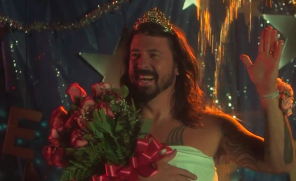 "Foo Fighters acepta el Ice Bucket Challenge con homenaje a ""Carrie"""