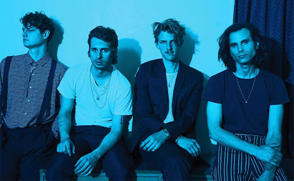 "Foster The People tocó ""Sit Next To Me"" en Corden"