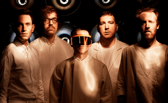"Nuevo lyric video de Hot Chip: ""Burning Up"""