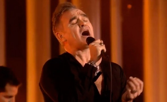 "Morrissey debuta canción en vivo: ""Kick The Bride Down The Aisle"""
