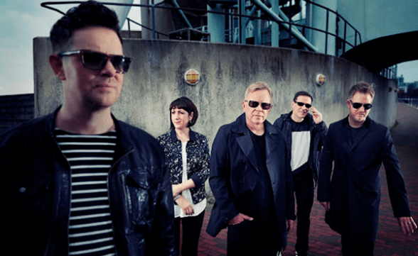 "New Order tocó ""Singularity"" en Late Show With Stephen Colbert"