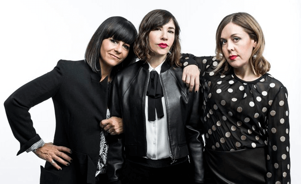 "Sleater-Kinney tocó ""Rebel Rebel"" de David Bowie y ""Faith"" de George Michael"