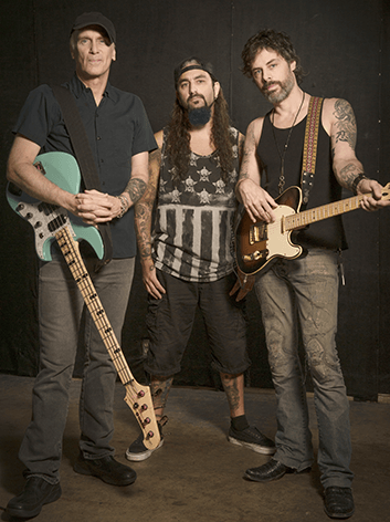 THE WINERY DOGS 02