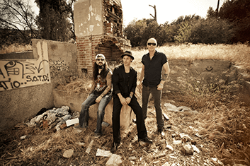THE WINERY DOGS 03