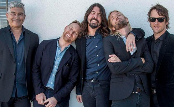 "Foo Fighters tocó ""In The Clear"" en Ellen"