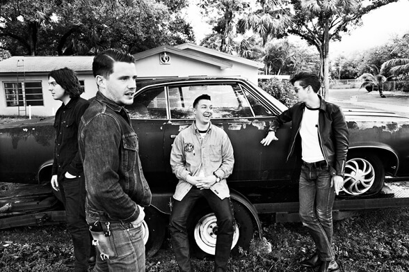 ARCTIC MONKEYS 02