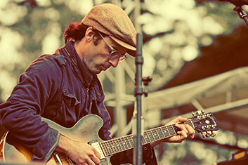 CLAP YOUR HANDS SAY YEAH 01