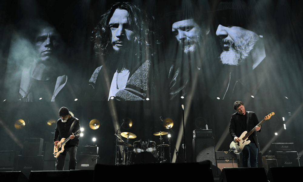 Metallica y Miley Cyrus cantan en homenaje a Chris Cornell
