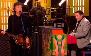 Paul McCartney tocó en Jools Holland y muestra tráiler de video con Johnny Depp