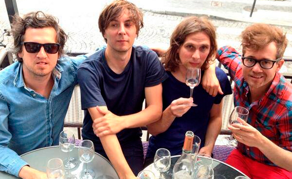 "Phoenix tocó ""Chloroform"" en Live from the Artists Den"